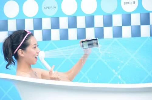 Sony Xperia arco S登場 防水手機也可以很好看