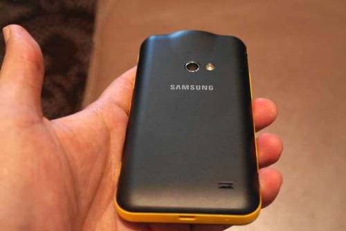 手機搭上微型投影 Samsung GALAXY Beam出奇招