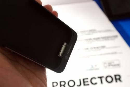 功能強大的內建投影機 iPhone 外殼