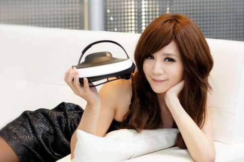 搶先玩 身歷其境 SONY HMZ-T1 3D頭戴式影院