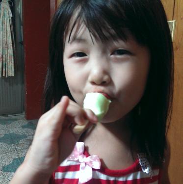 天氣太熱 來支香濃又清爽的哈密瓜冰棒吧!