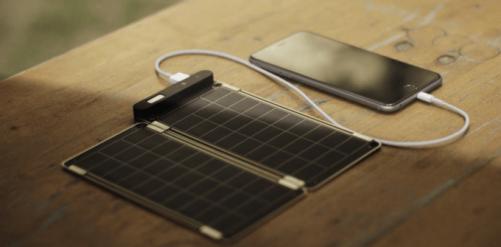 超薄太陽能行動電源 Solar Paper 讓陽光幫你