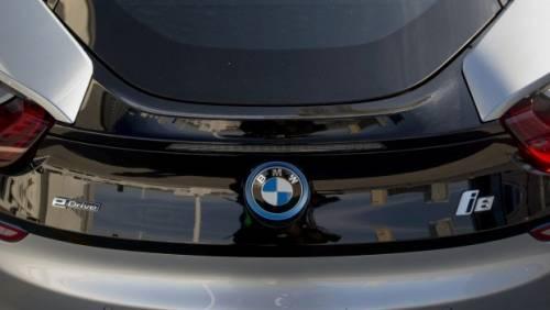 BMW 展示自動停車技術,用SmartWatch下指令自動停車