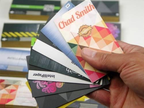 資料變更免重印名片 智慧名片swivelCard為你代勞