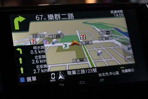 TOYOTA智慧行系統 首創可插拔平板電腦 讓汽車更聰明!