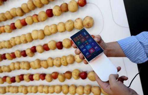 蔬果可以為 Nokia Lumia 930 充電?