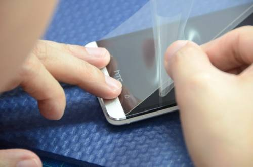 New hTC One專用保護貼登場 超撥水抗指紋兼具高透光