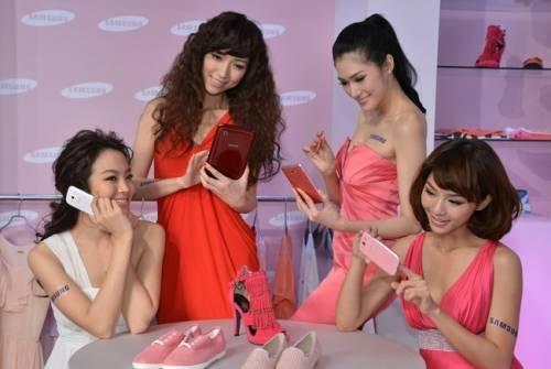 Samsung Galaxy 系列粉色出擊 Hebe 代言主推女性市場