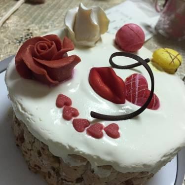 如何解決蛋糕上的奶油沾到刀子上?